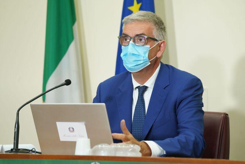 """Covid, Brusaferro """"Curva cala, in Italia circolazione più contenuta"""""""