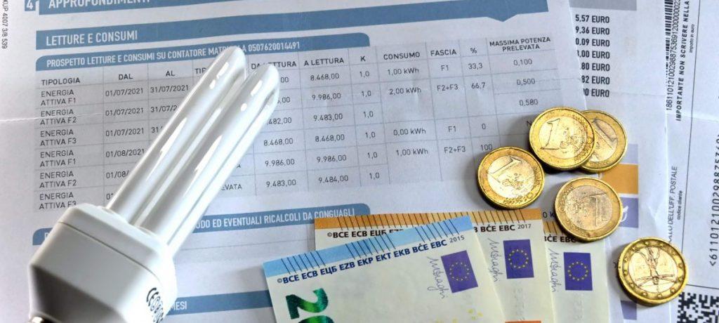 Bollette, con l'intervento del Governo +29,8% elettricità e +14,4% gas