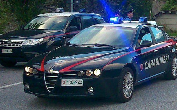 Castelvetrano, dissidi con la sorella ed il nipote: donna prende a martellate la loro auto
