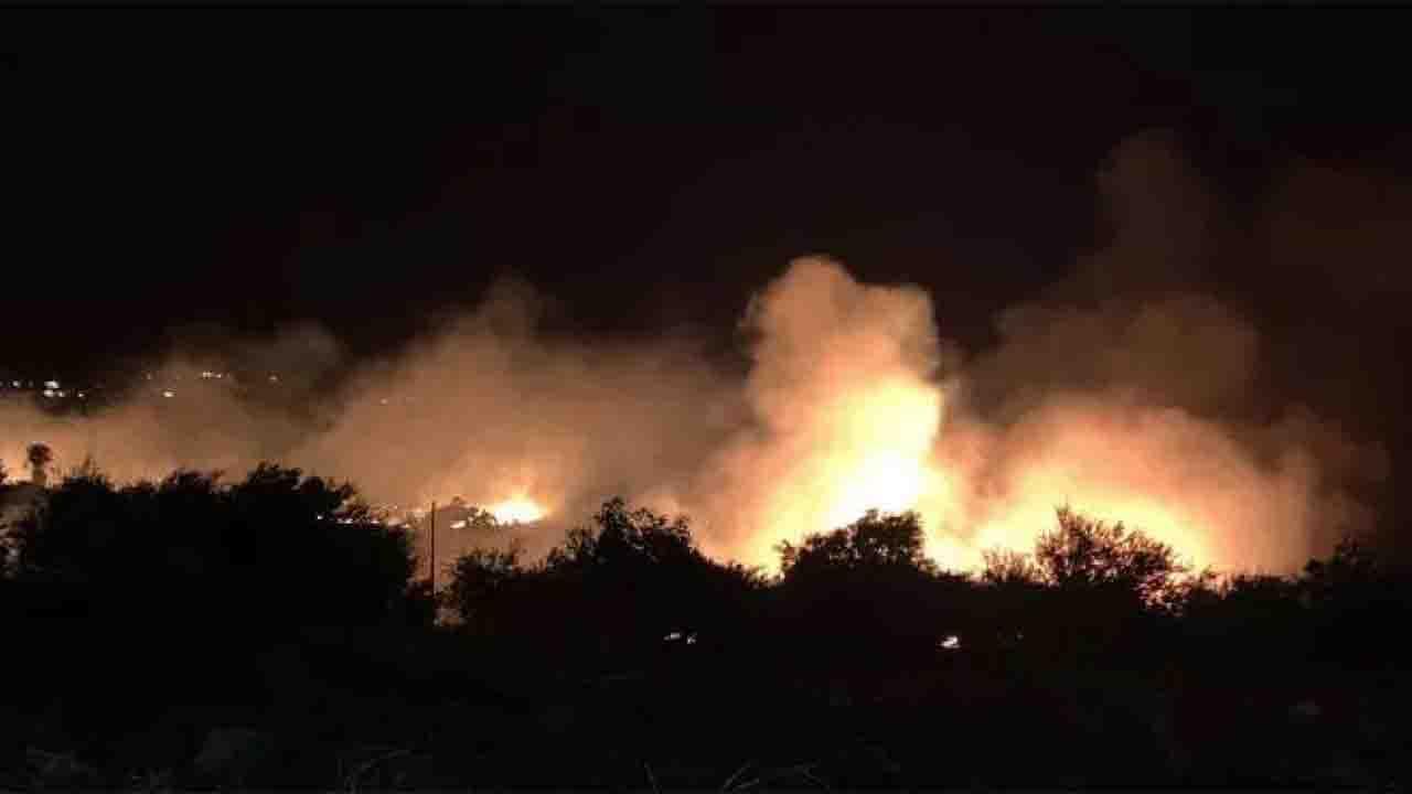 Notte di fuoco a Scopello, evacuate le abitazioni ed ettari di verde in cenere