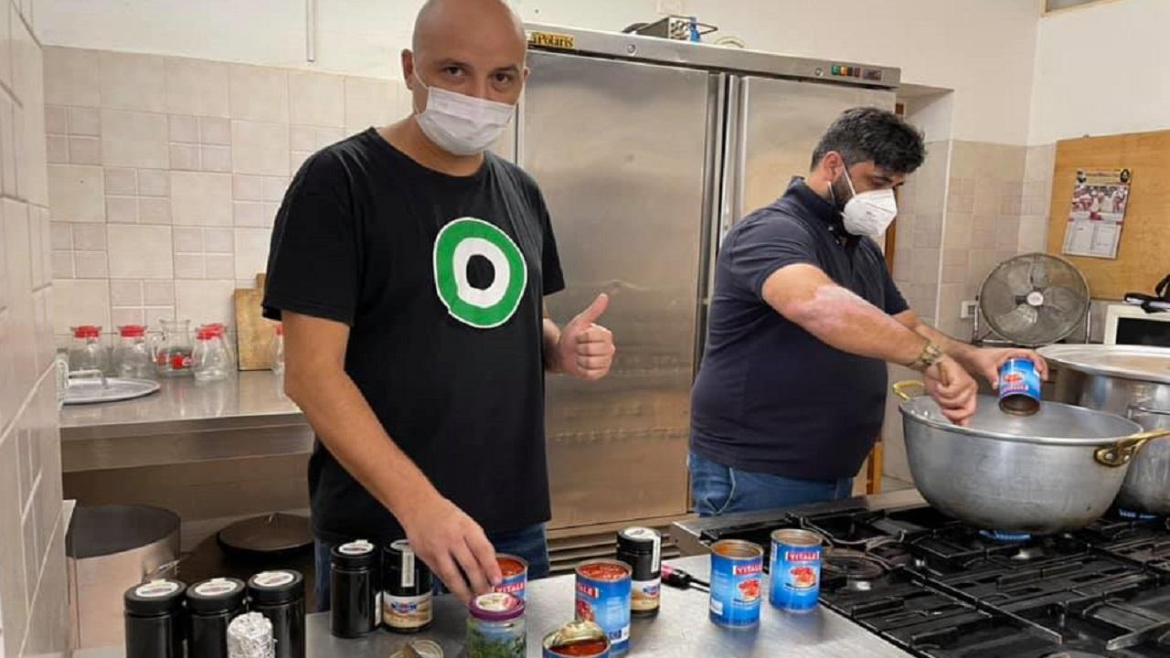Mensa solidarietà, volontariato ai fornelli per La Barbera e Napoli