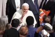 """Papa """"Serve soluzione per migranti e rifugiati Libia"""""""